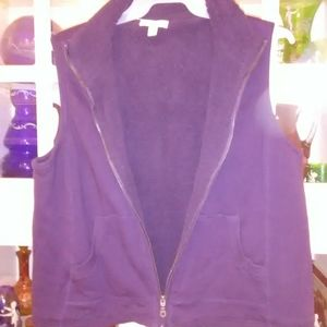 Plum Fall/Winter vest with pockets that zips up